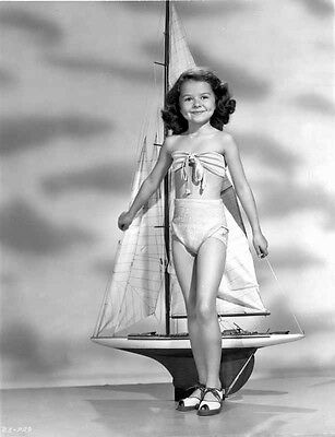 Beverly Simmons Posed in Swimsuit in Gray scale High Quality Photo