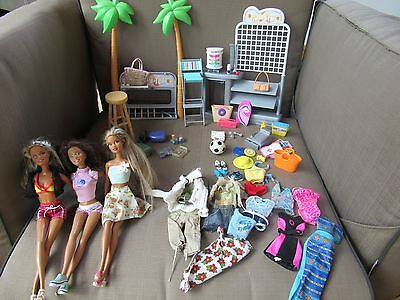 Barbie Surf Shop & Ear Piercing Station - 3 Dolls, Clothes, TONS of Accessories