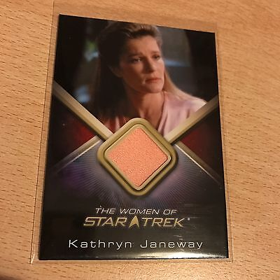 Women Of Star Trek Voyager Kathryn Janeway Costume Card Pink Nightgown Wcc20