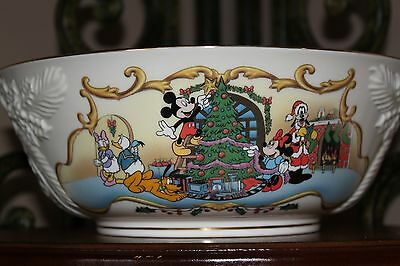 Lenox Disney Mickey's Merry Christmas Large Bowl Mickey Mouse Minnie Friends EUC