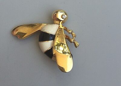 Adorable Vintage Signed LC Bumble Bee Brooch In Enamel On Gold Tone Metal.