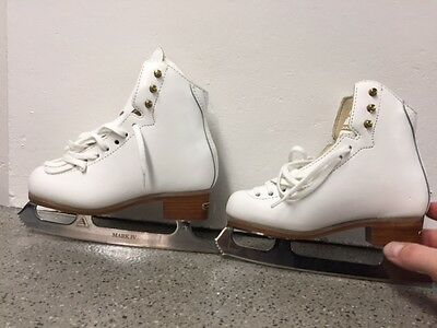 Jackson Freestlye DJ2071 size 1B girls figure skates w/ Ultima Mark IV Blades