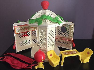 Vtg Strawberry Shortcake 1981 Garden House Gazebo Playset Near Complete