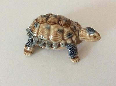 WADE Tortoise - Porcelain - Made in England - 7.5cm front to back