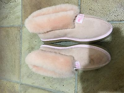 "New Womens  ""ugg "" Sheepskin Ankle Outdoor Slippers,size:8 , Rrp:$100"