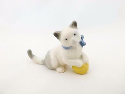 Wade George Wade Mold ABC Cat with Yellow Ball  (Perfect)