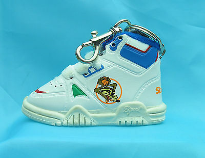 WILE E COYOTE Baby Sneaker Keychain LOONEY TUNES WARNER BROS Six Flags WB 9460
