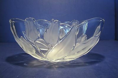 "Mikasa? 10"" Oval Clear Glass Serving Bowl W/Frosted Tulip & Leaf Design"