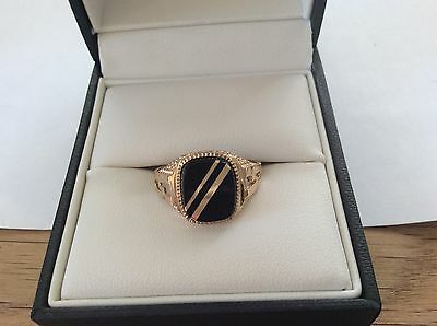 9ct Gold Gents ring set with Onyx stone size V