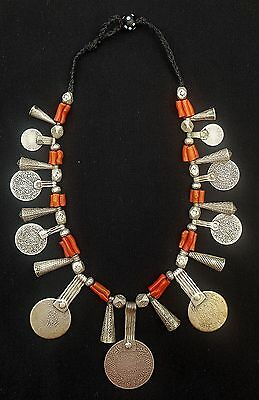 Morocco - Splendid Berber necklace, genuine coral beads, cones and silver beads