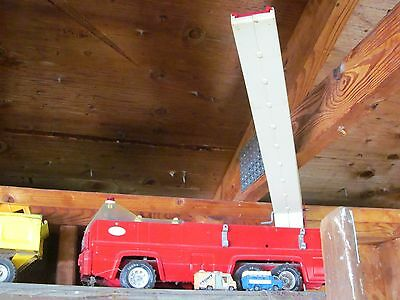 collectible original 1970s toy fire truck with real working ladder approx 18 in