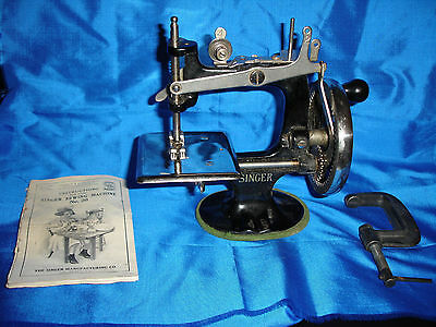 Child's Singer Sewing Machine 20 - Working With Clamp, Booklet, Box Top - VG!
