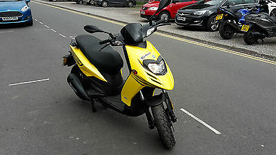 piaggio typhoon 125 yellow .delivery available