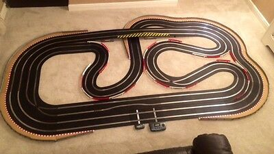 Scalextric Sport (WEMBLEY STADIUM) Very Large Layout with Lap Counter & 2 Cars