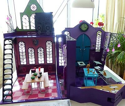 Monster High School Play Set, Original, with Accessories, in Excellent Condition