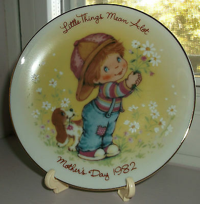 "Vintage 1982 Mothers Day Collector Plate With Easel ""little Things Mean A Lot """