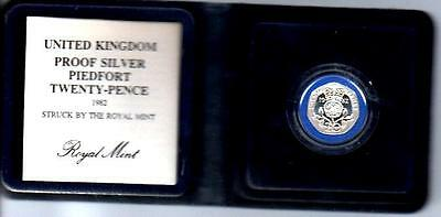 1982 SILVER PROOF PIEDFORT 20p COIN IN PRESENTATION FOLDER with COA D3