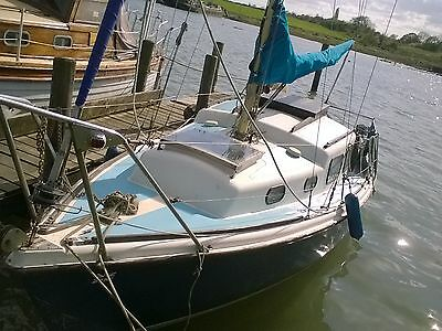halcyon 23 yacht sailing boat inboard volvo 5hp engine ESSEX