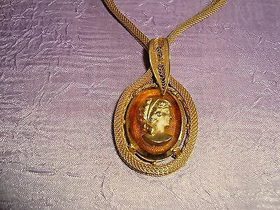 Vintage 1940s-50s Lovely Gilt Honey Amber Glass Cameo Pendant Necklace