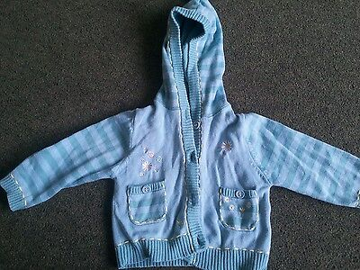 Lovely green cardigan. Size 3-6 months