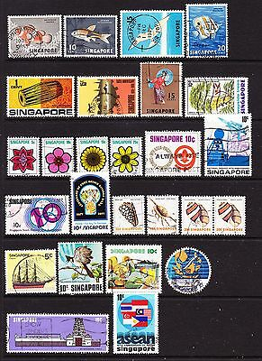 A Selection of Singapore Stamps (m24-166)