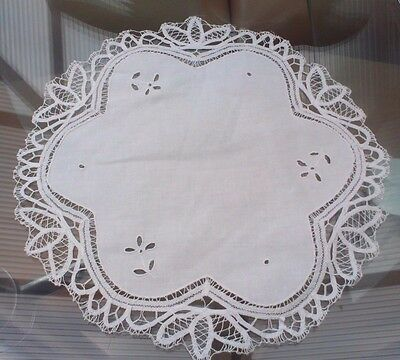Vintage White Cotton And Lace Doily / Table Center