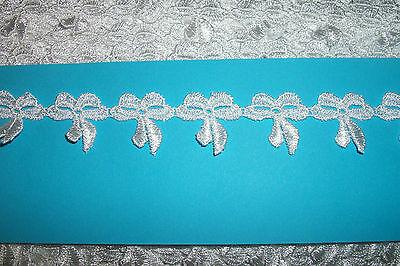 """#116  8 metres of White Bow Guipure Lace 1 1/4"""" 28mm wide"""