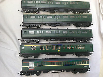 00 GAUGE TRIANG/HORNBY RAKE OF 5x COACHES PAINTED IN S.R LIVERY