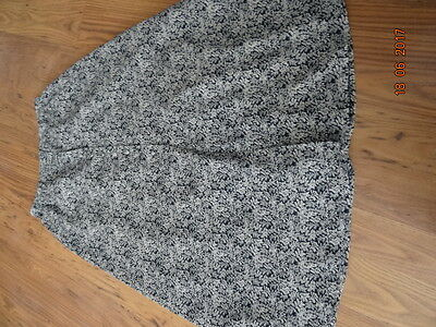 WOMEN'S BLUE AND WHITE MAXI SKIRT size 16 IN VGC