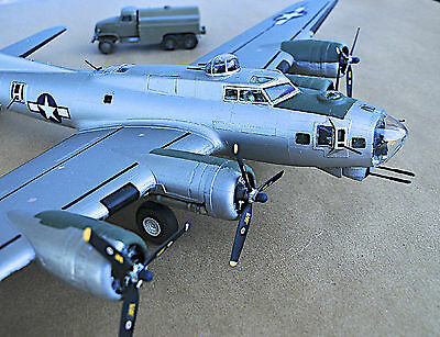 """HAND-BUILT B-17G Boeing FLYING FORTRESS """"Chow Hound"""" Great Replica!"""