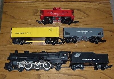 Contents of American Flyer Set 4904 T with 282 Locomotive + 3 Freights