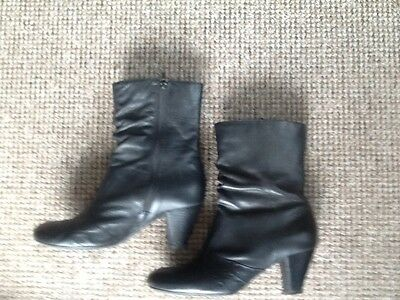 Clarks Ladies Boots,black, size 6,leather, short.