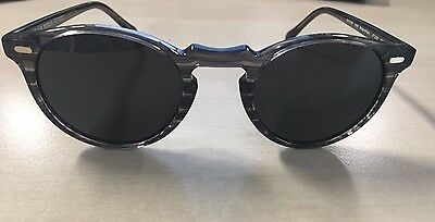 Oliver Peoples Gregory Peck, Grey and dark grey glasses