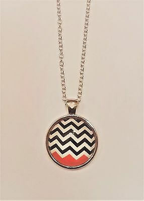 """Twin Peaks Black Lodge """"Red Room"""" Logo Glass Domed Silver Chain Necklace/Pendant"""