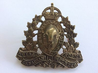 Cap Badge Canadian - Royal Canadian Mounted Police - Imperial Crown