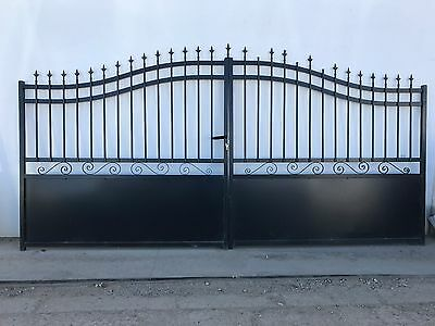 BRAND NEW, NOS drive way gates. FARM GATES Complete w/ handles,lock,keys, hinges
