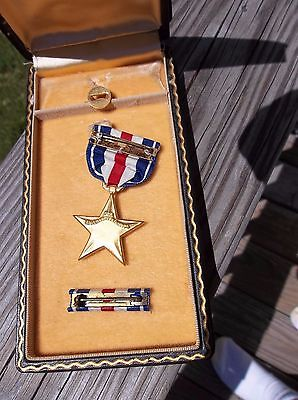 Ww2 Cased & Numbered Silver Star With Lapel Pin And Ribbon.