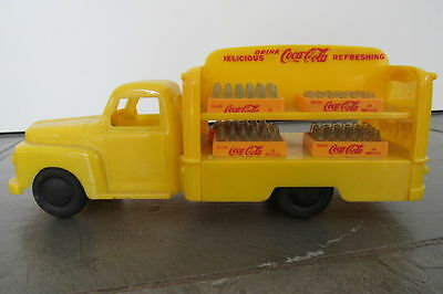 Coca Cola Ford Truck with cases and bottles - Marx Toys - 1940/ 1950