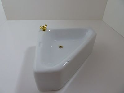 Dolls House Miniature 1:12th Scale Bathroom White Porcelain Corner Bath (T0523B)