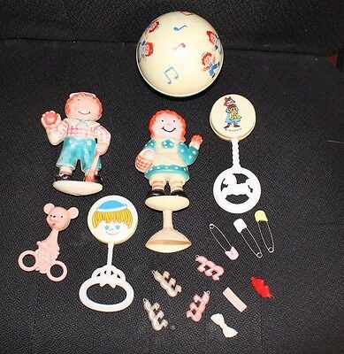 Vintage Lot Of Raggedy Ann Baby Rattles, Roly Poly, Barrettes, And Diaper Pins