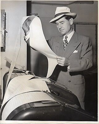 46550. Orig ca 1945 CBS Radio Journalist Lowell Thomas at Teletype Machine
