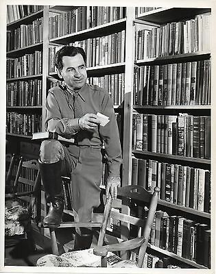 46556. Original ca 1945 CBS TV Photo Newscaster Lowell Thomas in His Library