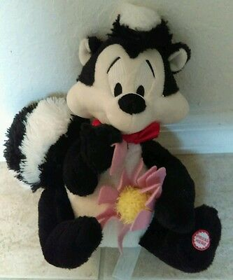 HALLMARK WARNER BROS Pepe' Le Pew Skunk Talking Plush I Pick You Valentine's