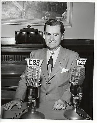 46562. Original 1949 CBS TV Photo Newscaster Lowell Thomas w/ Ribbon Mics