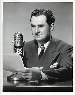 46563. Original 1949 CBS Radio Photo Newscaster Lowell Thomas w/ Ribbon Mic