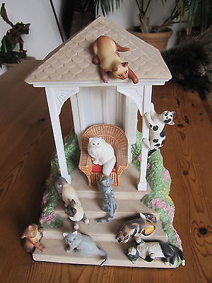 FIGURINE  maison de chat the queen and her court by carol hanson fine porcelain