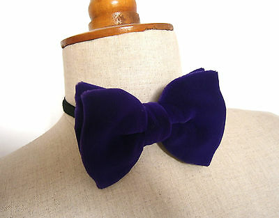 VINTAGE 1970s LARGE PURPLE VELVET BOW TIE DICKIE BOW PARTY CRUISE WEDDING