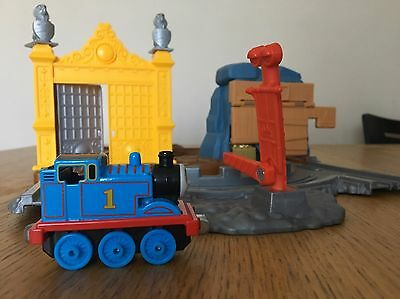 THOMAS THE TANK & FRIENDS Take N' Play Treasure on the Tracks Flanker PLAY SET