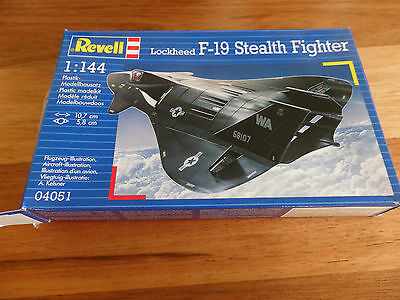 "Revell 1:14 scale model plane kit. "" Lockheed F-19 Stealth Fighter "". Plus paint"