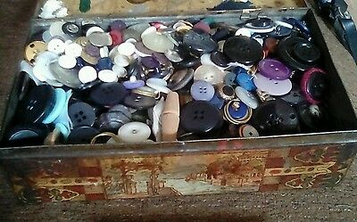 Vintage 1950s Tin full of Assorted Vintage /Moden Buttons